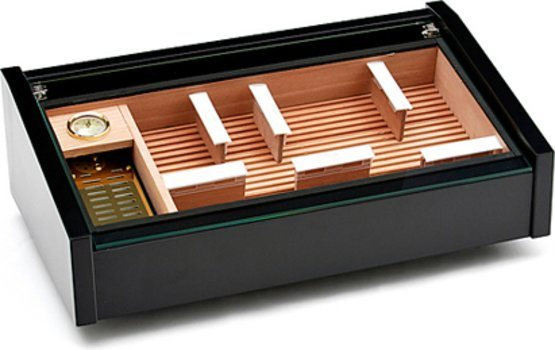 Crni humidor adorini Vega Deluxe s izlogom